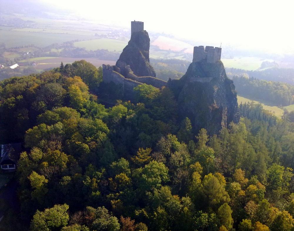 let balonem nad zriceninou hradu trosky